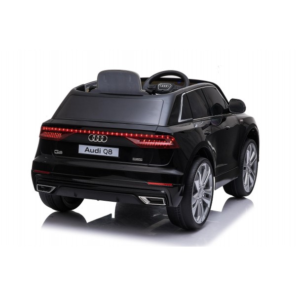 Mașinuță electrică  cu telecomandă Audi Q8 negru